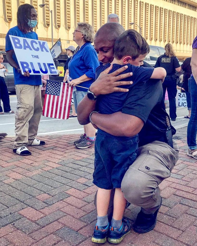 Mr @TPD_Ross this is such a beautiful picture. God bless you and the rest of the Tulsa Police Department. So very sorry for your loss. #BackTheBlue #IGotYour6 #LivePD #LivePDNation @Bill_Burt_409 @TPD_Franklin @CraigSroka12 @danabrams @StuBishop_LPD @thundacat830 @addy_pez