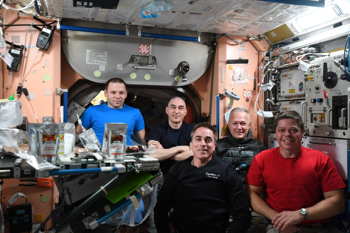 Happy Fourth of July from the Exp 63 crew of the @Space_Station!