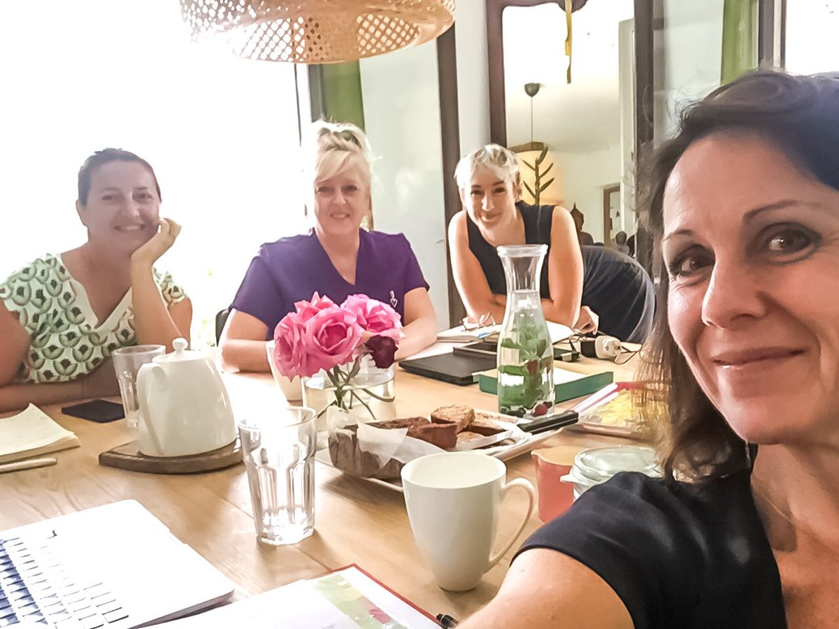 Great energy in the Instagram #TeaandTech Sessions this week!  They're already seeing an improvement and getting to work on the apps they learned about.  #Womeninbusiness getting digitally savvy... that's what it's about!  #womenintech  #womenindigital #womeninspiringwomen pic.twitter.com/aHzLR0Wo4k