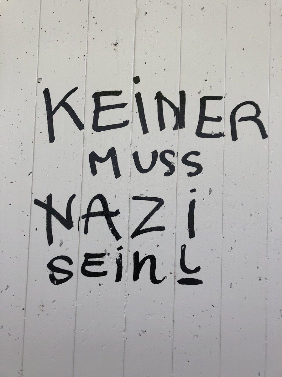 Heute im Tessin in einer Bahnhof-Unterführung gesehen: #antifa #juso #gegennazis #Politik #schweiz #diewahrheit #AntiFascism https://t.co/8QWZqvGLM4