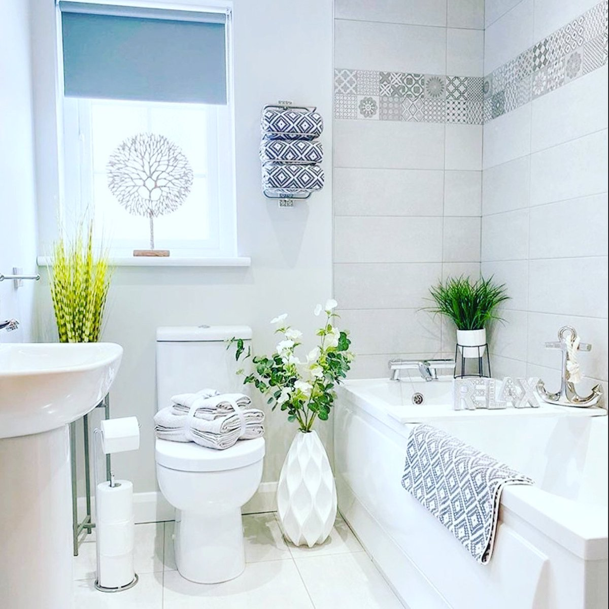How are you relaxing this weekend? #RealEstate #bathroom #interiordesign pic.twitter.com/dsRtRFbhYQ