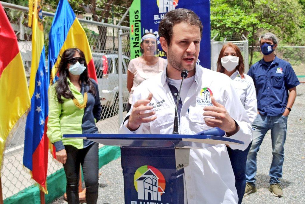 A pesar de la adversidad y el momento más difícil de nuestra historia vamos a seguir luchando para hacer de nuestro municipio #ElHatillo, el espejo de la #VenezuelaPosible. #SeguimosTrabajando https://t.co/PnPP9Lab80
