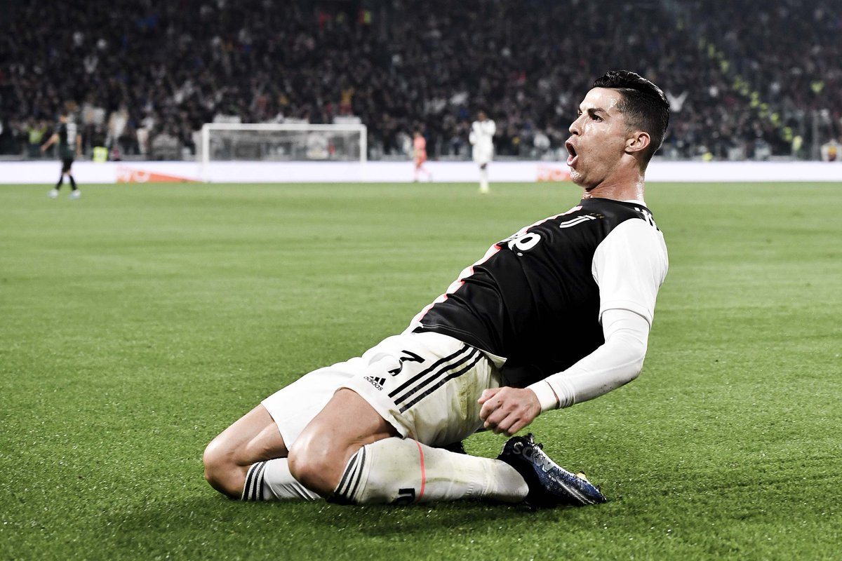 Ok so Legendary players like Trezeguet, Del Piero, Llorente, Mandzukic, Higuain, Tevez, Ibrahimovic etc etc couldn't score 25 Seria A goals for Juve???  And then comes 35 yr old Ronaldo who does it in 26 apps this season for the first time in 60 yrs🤯🤯  This guys impossible🐐 https://t.co/1pYlXoyjMH