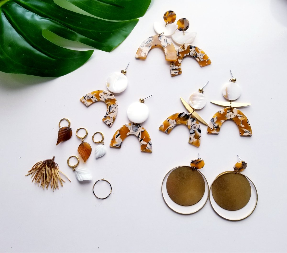 Hello!  Handcrafted jewelry using vintage or natural materials. 5 star rated on Etsy for 8 years http://Www.absynia.etsy.compic.twitter.com/WQTCBYMeOZ