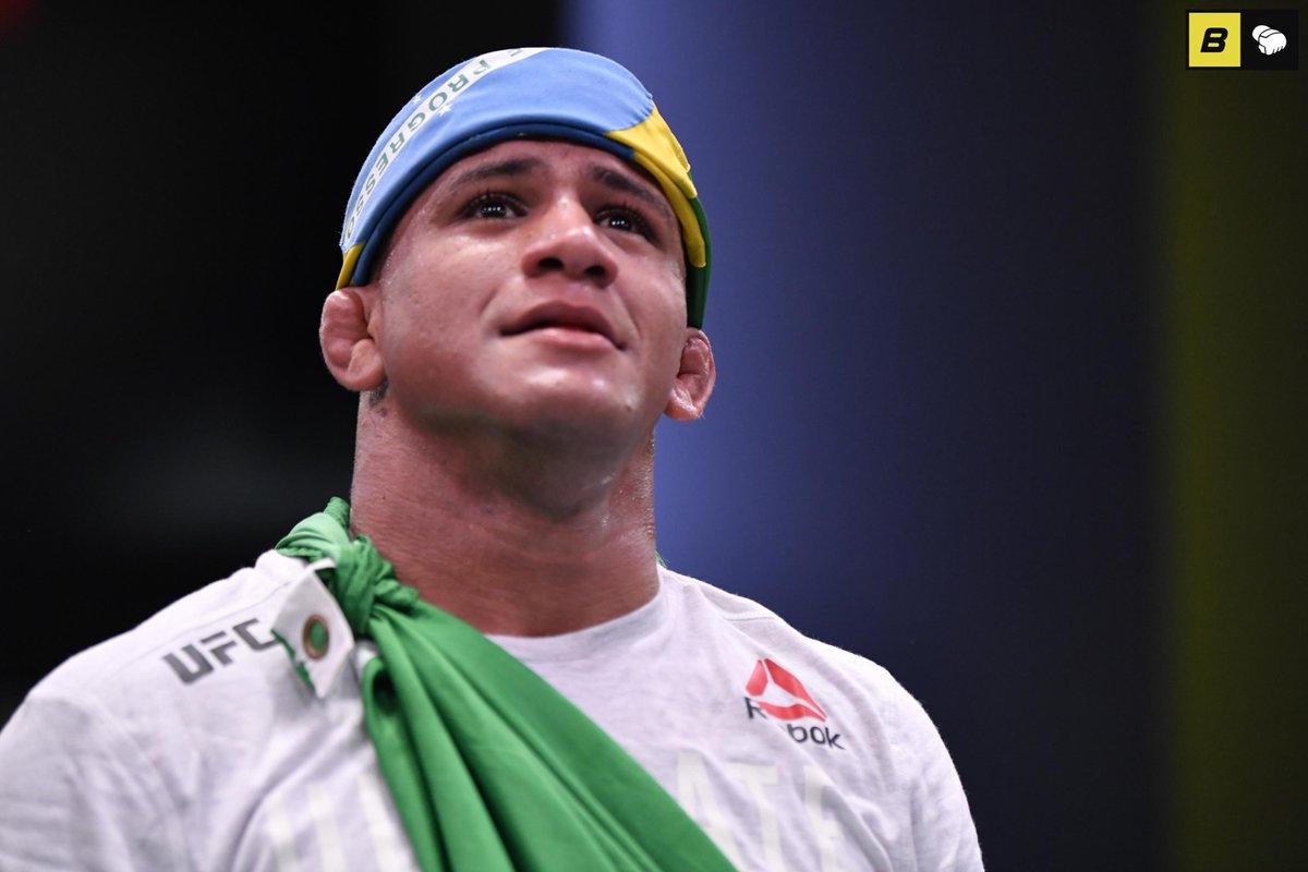 #UFC251  El retador al título wélter de #UFC, #GilbertBurns 🇧🇷, dio positivo a #Covid19 más su esquinero y entrenador. La promotora envía a sus peleadores a #LasVegas para descartar infectados y luego enviarlos a la #FigthIsland. Vinicius Moreira y Anderson Dos Santos se suman. https://t.co/CwF1H2rRi0