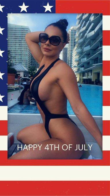 2 pic. Un feliz día de la independencia para todos mis lindos seguidores de #usa #independenceday2020