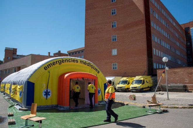 Katalonya'nın 210 bin nüfuslu Segria ilçesi Covid-19 vakalarının artması nedeniyle karantinaya alındı, giriş çıkışlar yasaklandı  https://t.co/tOk8onRuV2 https://t.co/durYFwFa1l