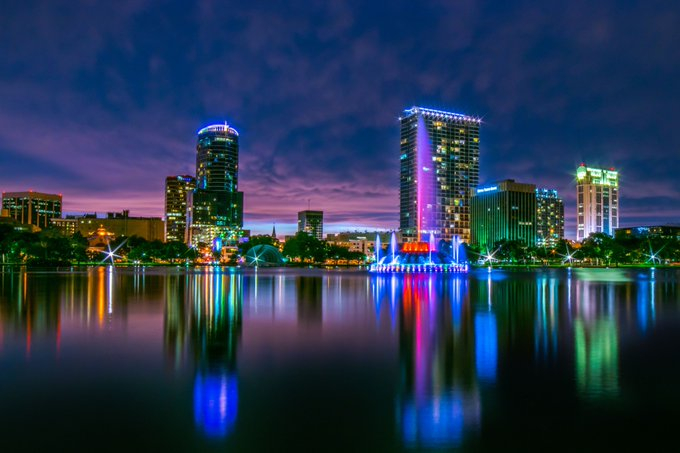 Happy July 4th! The @LakeEolaPark fountain lights will be red, white, and blue today.   #TurnUpDowntown #LakeEola #DowntownOrlando https://t.co/3wWneXD3Ce