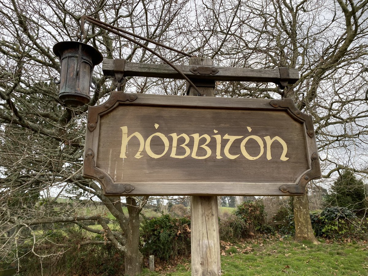 After 6 years in #NZ, finally got around to visiting #hobbiton. Our guide Sunny added the magic. pic.twitter.com/yHpRnppP5C