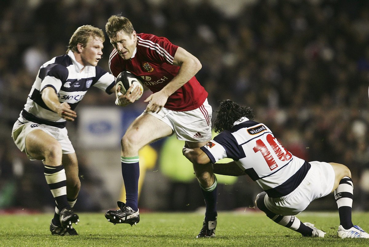 🦁 @WillGreenwood taking it to Auckland in 2005.   🚩 The win completed a clean sweep of victories for the midweek team.   #OnThisDay #COYQ https://t.co/2TyvhfQfq6