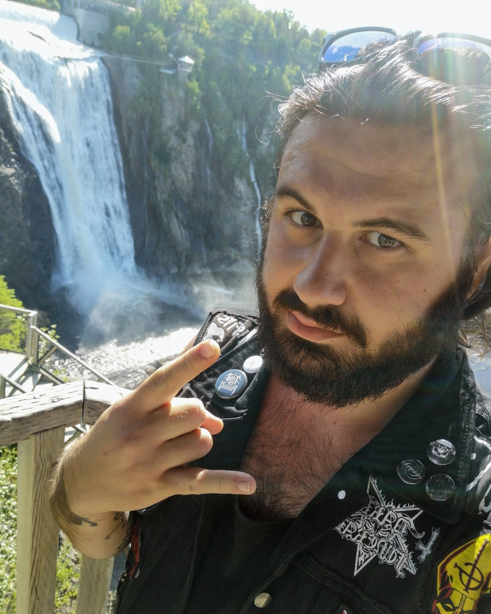 Chute Montmorency!  #MetalHead #RockON #devilhornspic.twitter.com/boWE6wKokk
