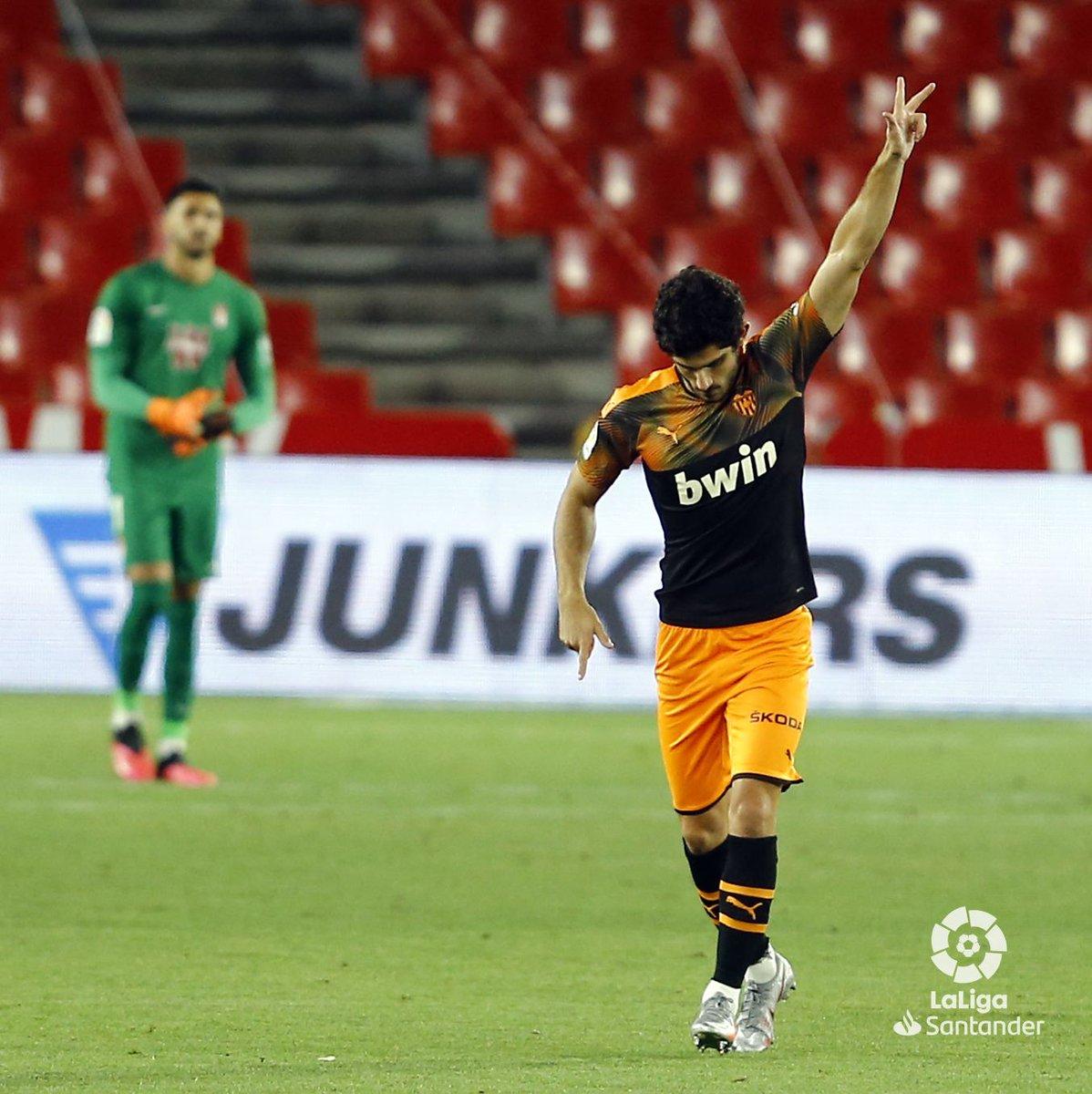 ¿Quién ha marcado uno (o dos) de los mejores goles de la temporada, @gguedesoficial? 😱 PD: Tenéis que verlo. #GranadaValencia