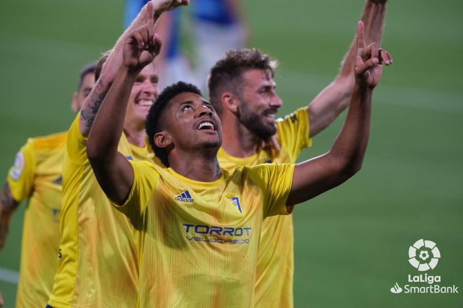 FINAL #CádizRealOviedo 2-0 ¡El @Cadiz_CF es aún más LÍDER! 💛 #LaLigaSmartBank