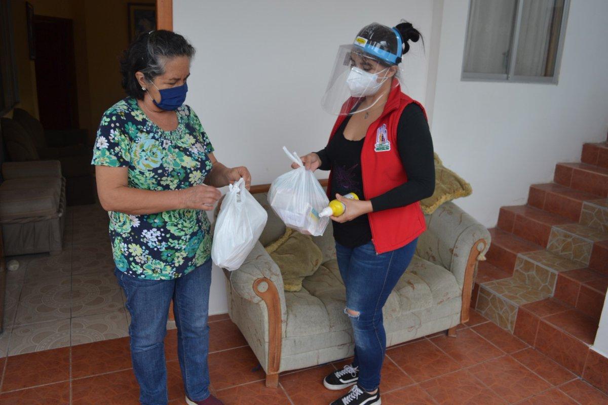 En todo el país, brindamos un servicio de cercanía, siempre priorizando a los grupos más vulnerables, como en Zamora, al entregar medicamentos a los asegurados, gracias a nuestros TOA y el Centro Clínico Ambulatorio Hospital del Día Zamora. #IESSBuenasNoticias https://t.co/yJQsTIwmjM