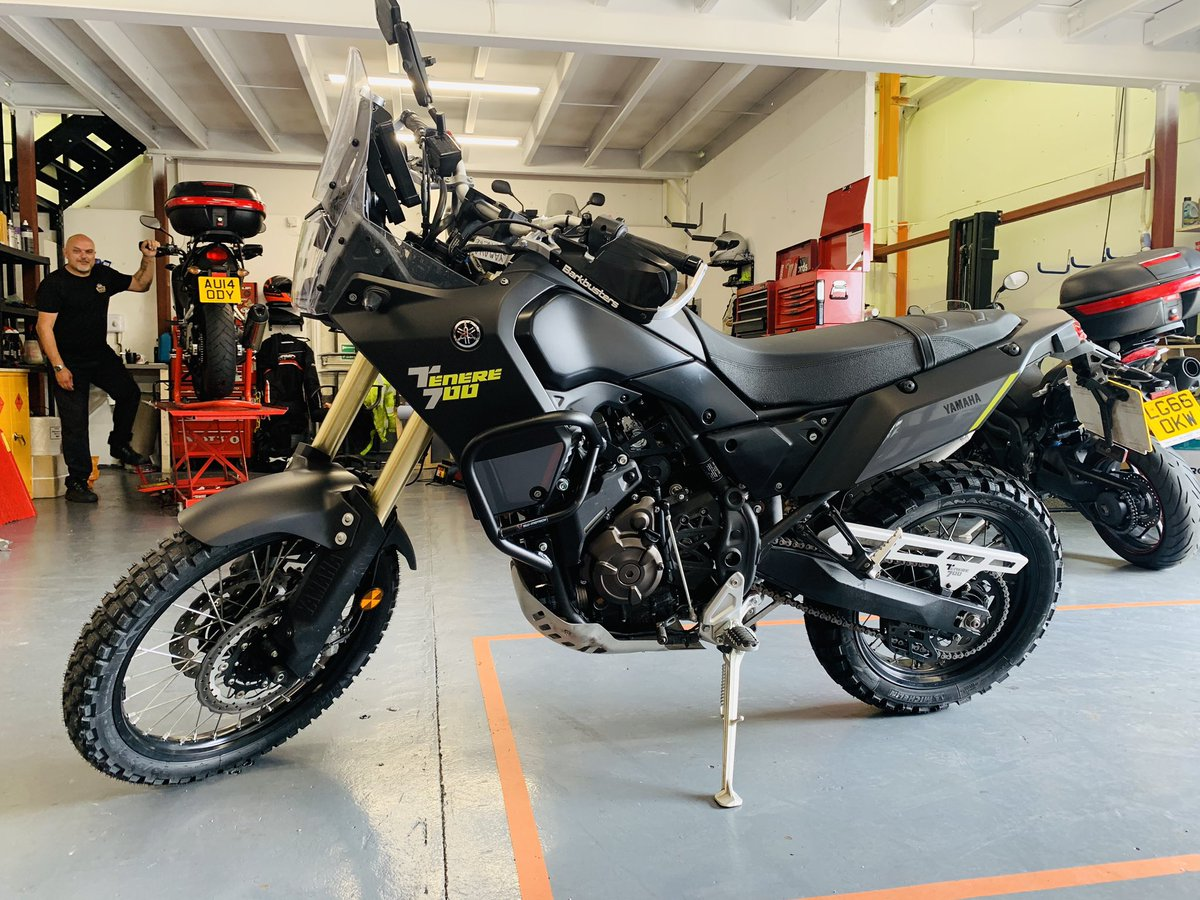 We love the Yamaha Tenere 700, and we've just given this one the serious off road treatment with Michelin Anakee Wild 50/50 tyres, SW Motech crash bars, Barkbusters hand guards, Rally Raid top clamp, and quick release mirrors.  #FuelingYourFreedom #teammichelin #michelinonmymoto pic.twitter.com/65S5iIGzHB