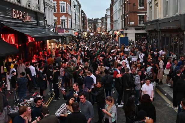 This is what, 10 mins walk from Downing St? London Soho tonight.. It's not like beer has been banned for 3 months pic.twitter.com/NhLrxPYLBC  by Ian Brannan