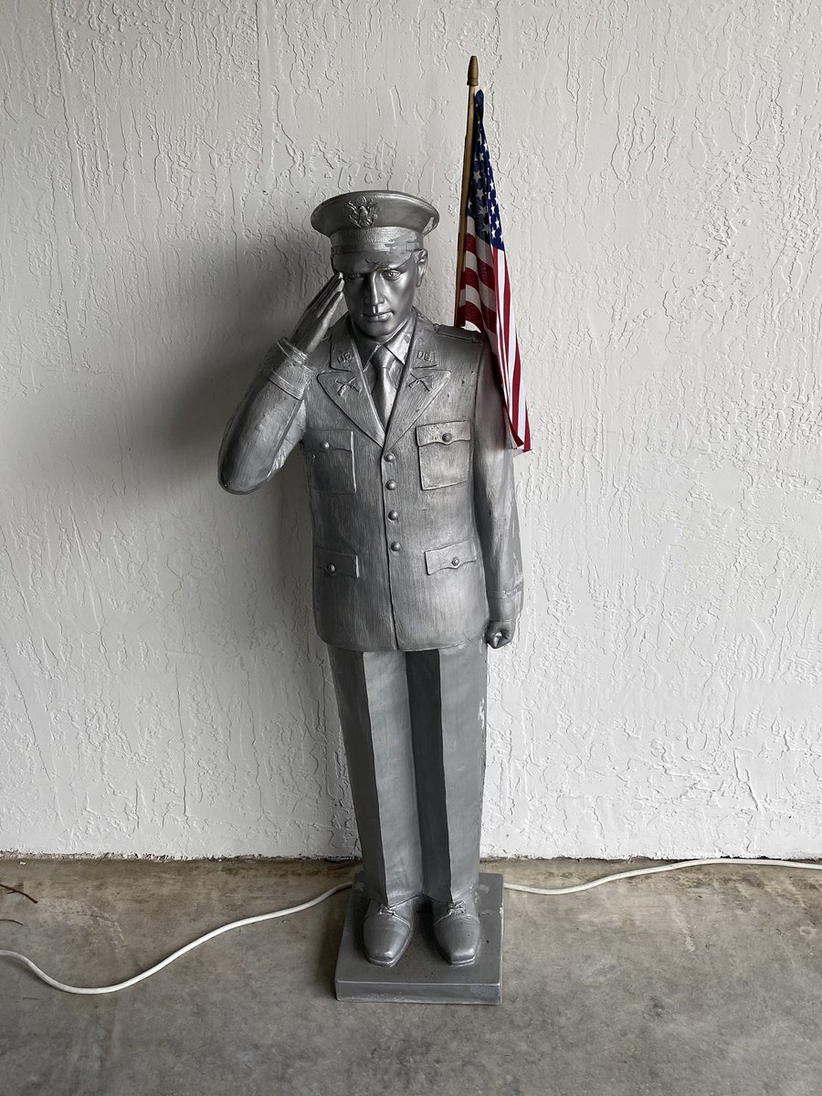 BM1 William Pardo and I served together in 1987, Willy was killed on July 4th 1987 on his way home from duty. This statue has honored him for years. RIP old friend. @FansofLivePd @LivePDNation @LivepdFanpage @CTPOLICELIVE @LivePdFans @LivePD_LEOs @bluelivesmtr @TheOfficerTatum