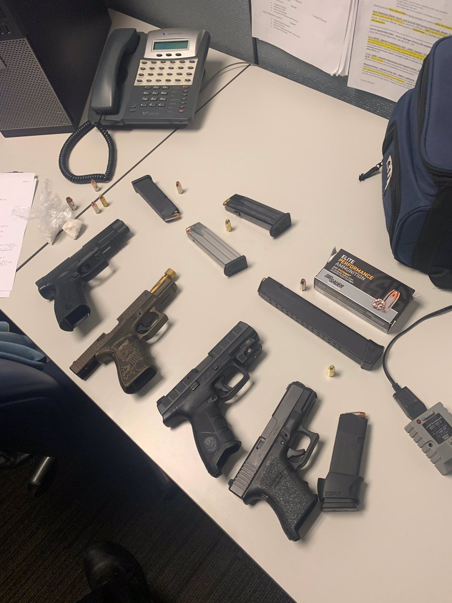 Outstanding work on the part of 7th Dist.Officers @ChicagoCAPS07 in the recovery of 17 firearms thus far this weekend. #ChicagoPolice https://t.co/jdxiNc5kIG