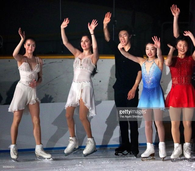 put your hands in the air if you miss figure skating <br>http://pic.twitter.com/6sM9Ugv4DG