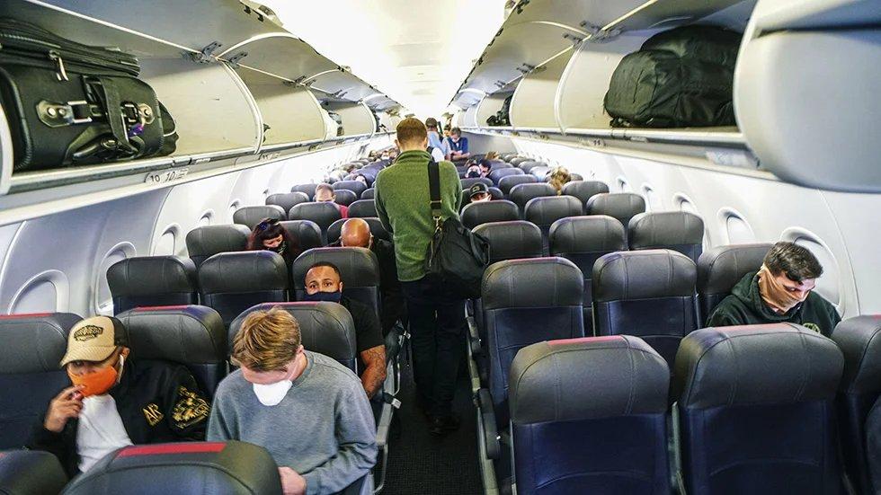 Democratic senator will introduce bill mandating social distancing on flights after flying on packed flight hill.cm/a0FGf6k