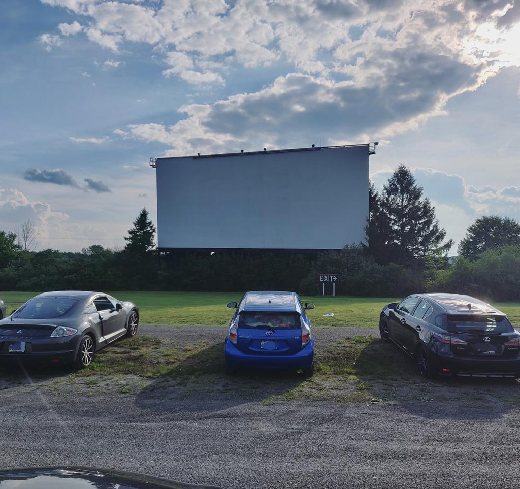 So happy to be back at the @MahoningDIT for a socially distanced movie night. Tonight it's a #Rocky3 and #Rocky4 double feature. It's gonna be a good night #DriveIn #driveintheater #rockymovies #movie #gamer #gaming #videogames #retrogames #retro #retrocollective pic.twitter.com/oDsU6EwIzv