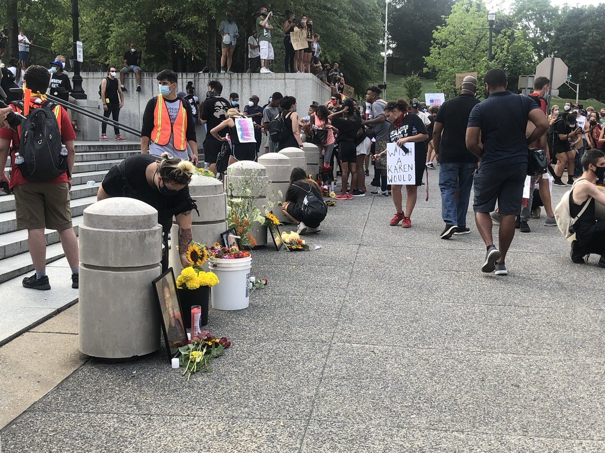 A vigil is being created for people who have died from police brutality. This is in front of the legislative plaza. @WSMV #NashvilleJuly4 #NashvilleProtest pic.twitter.com/2CxOXA78JE