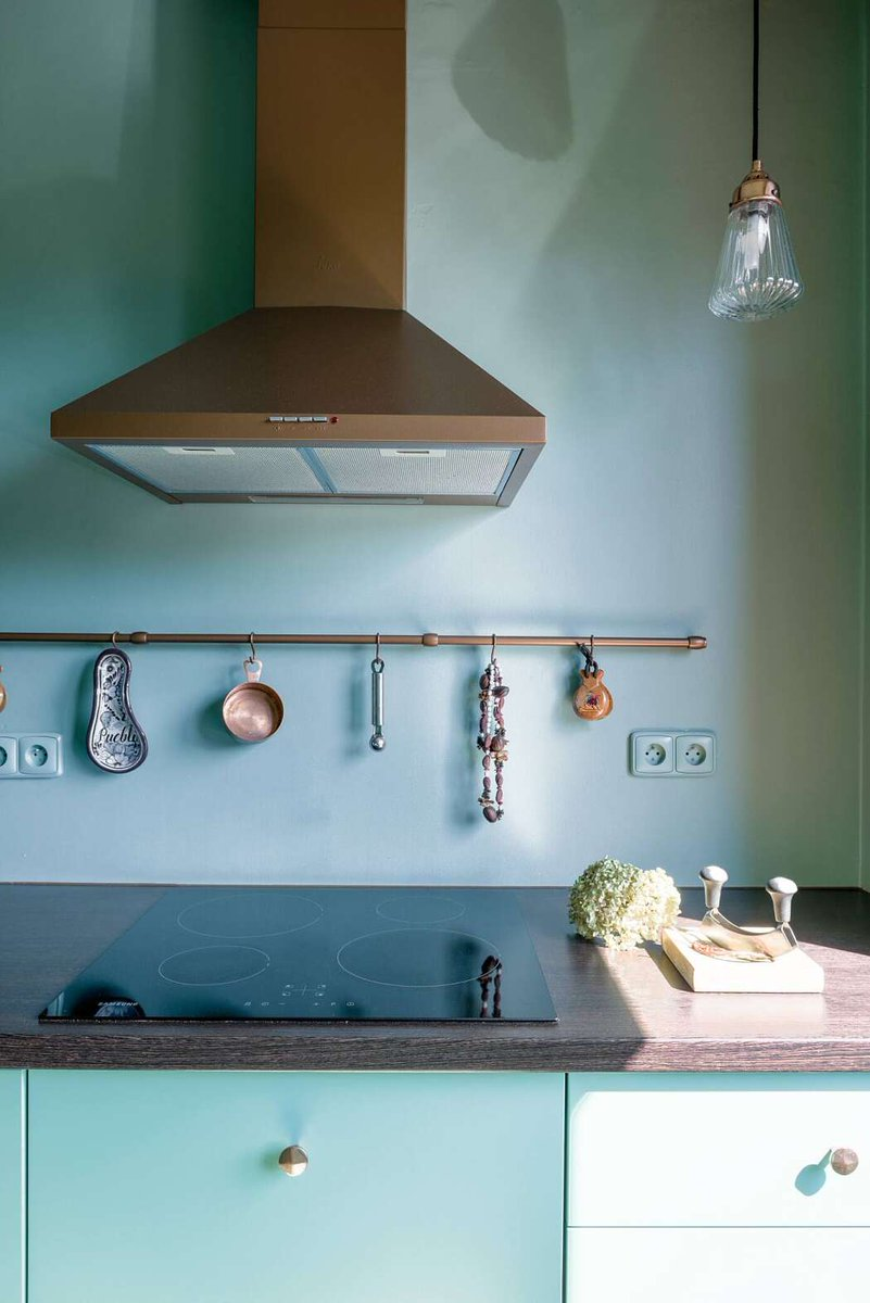 A blue #colorscheme sets the mood in this kitchen space. Are you a fan of the look? #homestyle  http://cpix.me/a/100283102pic.twitter.com/9h0BRzcTDX