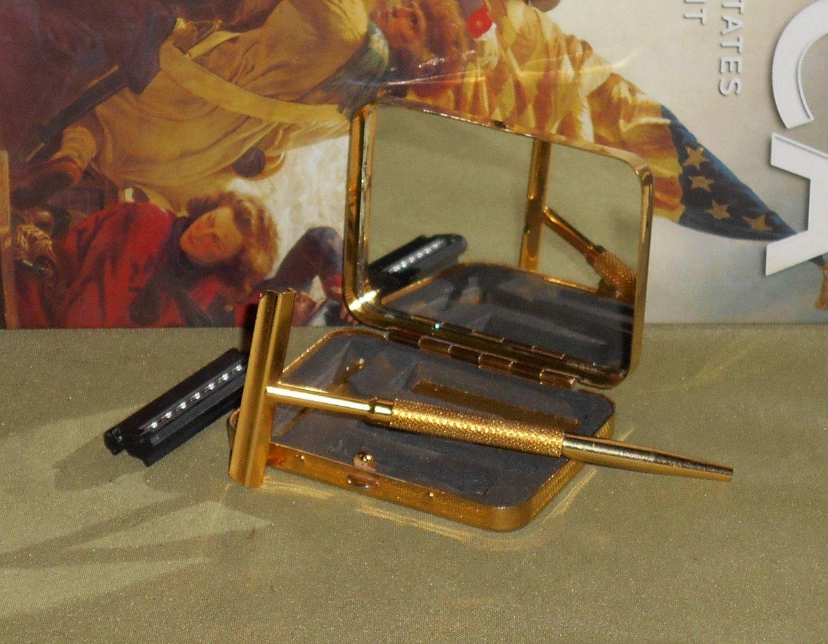1970s Gold ToneTravel Set Safety Razor W Cartridge/https://t.co/j54Z9C8jpf https://t.co/nVZFq8F7Tp #Etsy #RICHARDSRAZORS #Collectible https://t.co/FEwZKsAdlH