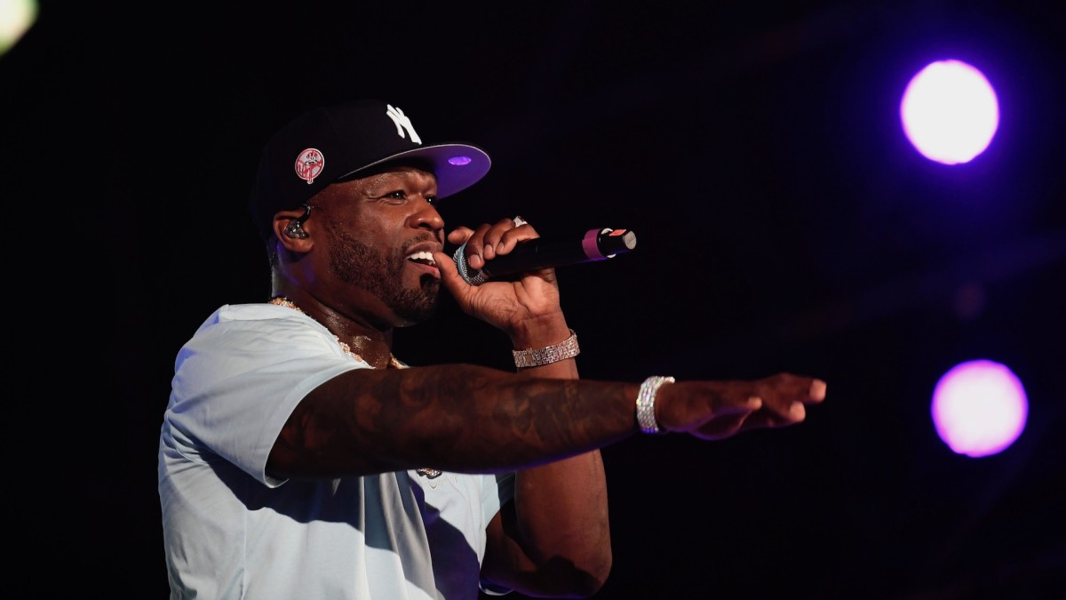 50 Cent speaks on hypocritical rappers: How do you sign to a correctional officer?' cmplx.co/EI4rIpY