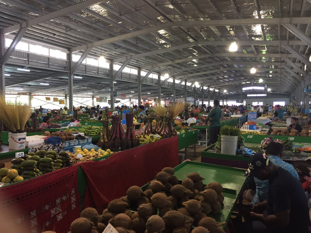 This is what the US is missing. Homestyle agriculture. It's the reason our produce is tasteless. I took these pics in Viti Levu (Fiji). Endless delicious food at the best farmers market on earth. All grown naturally until it's properly ripe/ready to eat. pic.twitter.com/K8JSg6t9HV