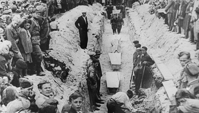 July 4, 1946 | A violent massacre of Jews in the south-eastern Polish town of Kielce takes place. The Kielce massacre convinced many Polish Jews that they had no future in occupied #Poland after the #Holocaust and spurred them to flee the country.pic.twitter.com/NraFcKKEmU
