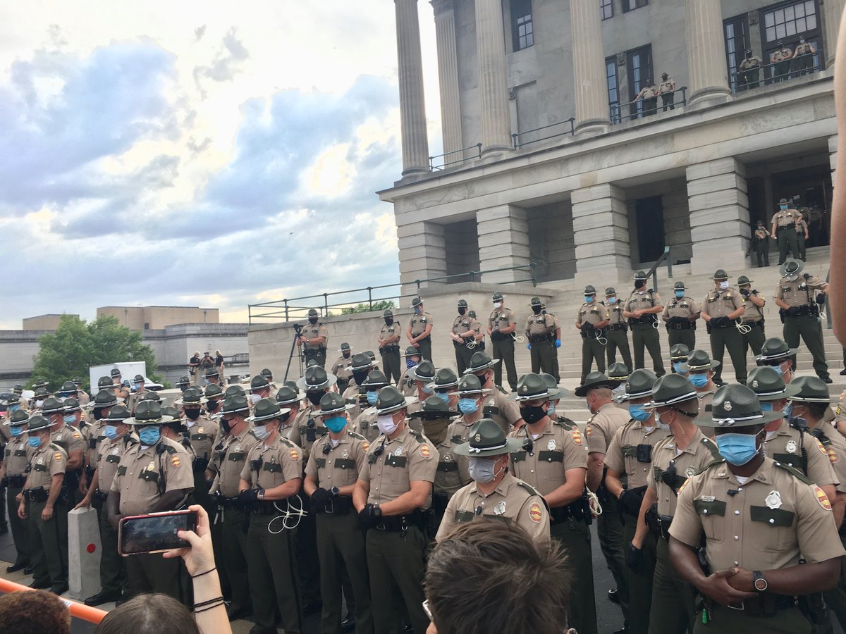 Troopers are now arresting people in front of the Capitol for no fucken reason at all. This is what a police state looks like. #NashvilleProtest #AbolishThePolice #FreeCapitolHillpic.twitter.com/gPJNQTf4Dl