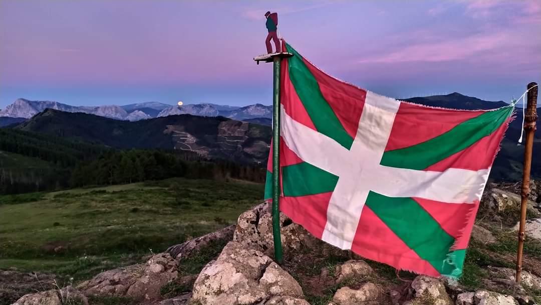 📷 Egunsentia #Kalamua mendian.   Gaur 1980ko #EuskalEspedizioa omenduko dugu Kalamua eta Arraten.   https://t.co/jKbQ75oM5s https://t.co/10i4FxByBS