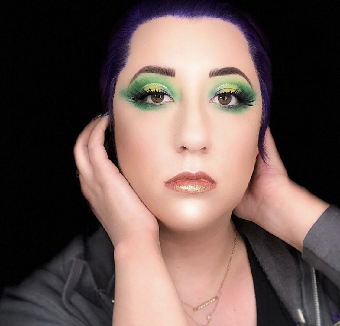 Inspiration was thanks to the delicious #pineapplewhipfreeze from @tacobell  #juviasplace #urbandecaycosmetics #wetnwildbeauty #elfcosmetics #eyeshadow #makeup #fullfacemakeup #greenmakeup #cutcrease #glittermakeup #mue #highlight #motd #wakeupandmakeup #lashes #lipstickpic.twitter.com/T9ECZWWBIP