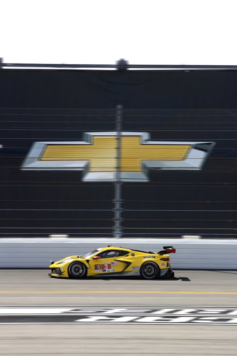 That's a win for @AntonioGarcia_3 and @jordan10taylor in the 3 #Corvette at #WeatherTech240! Win No. 1 for the #C8R and No. 100 in @IMSA!! https://t.co/e4haW2HuFV
