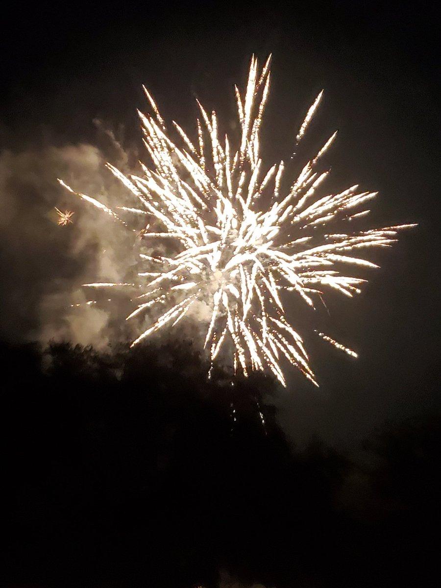 Full moom & home fireworks.. oh my..Happy 4th 🇺🇸🇺🇸 @usa #FullMoon #fireworks #4thofJuly #ProudToBeAnAmerican