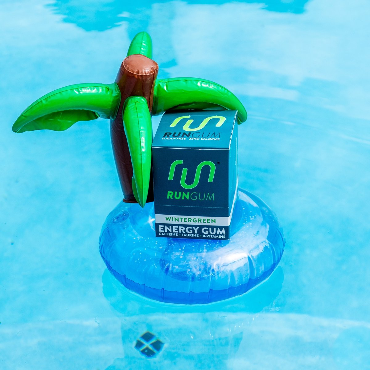 The perfect sunny day cool down combo ❄️  Keep it cool on those hot days- whether you're out celebrating or chillin out in the shade 😎 Wintergreen has that icy cool flavor and boost to keep you going!   How are you getting out in the sun this weekend? ⬇️ https://t.co/HY6Lk9wqhO