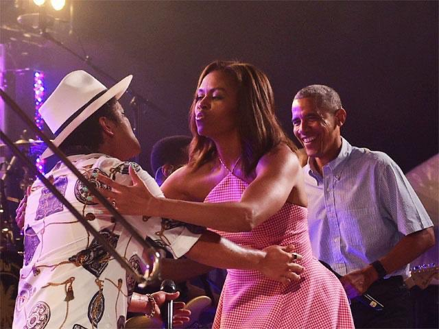 The Obamas had the real Bruno Mars at the White House on July 4, 2015: twitter.com/scottgairdner/…