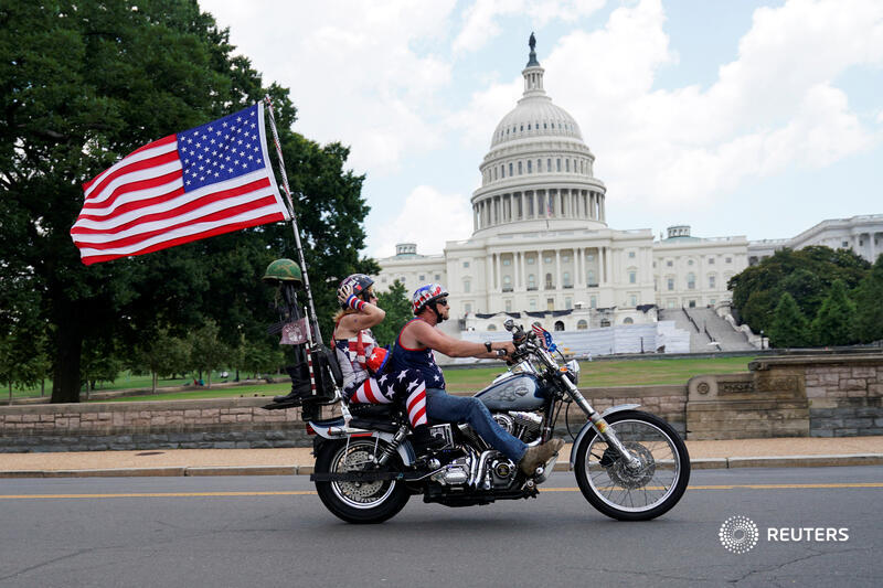 America celebrates 244 years of independence with fireworks and social distancing as it fights the coronavirus outbreak and protesters march for racial equality. More photos: https://t.co/U3ro0LEBoW https://t.co/Wf6IMg8QN0