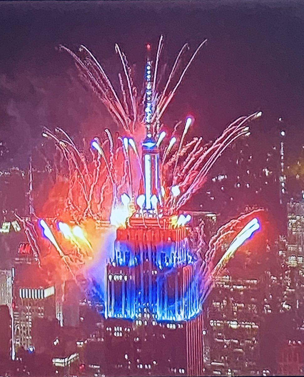 Wow! @EmpireStateBldg @Macys #fireworks2020 @1010WINS https://t.co/Y4GB4MsTYc