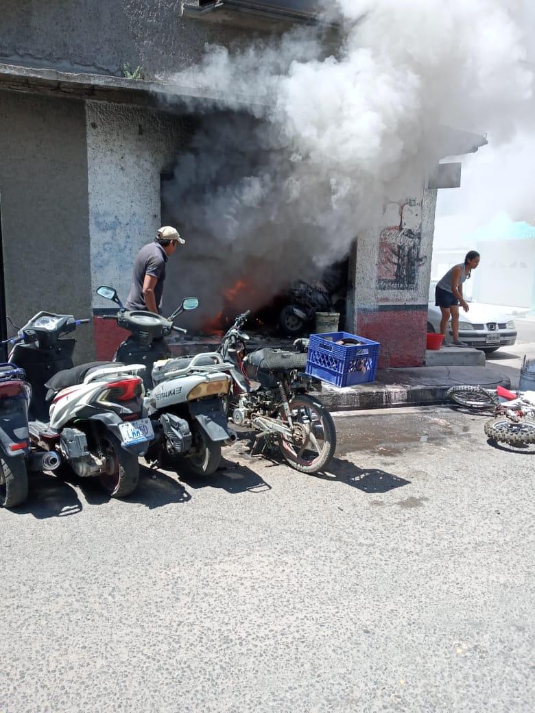 Dos ataques de Sicarios con granadas en Celaya Guanajuato dejan como saldo a cuatro personas muertas, uno de los ataques se lo atribuye el CJNG (+imagenes en el siguiente enlace) https://t.co/4mzeEiOghk https://t.co/Wa9PpYVJtZ