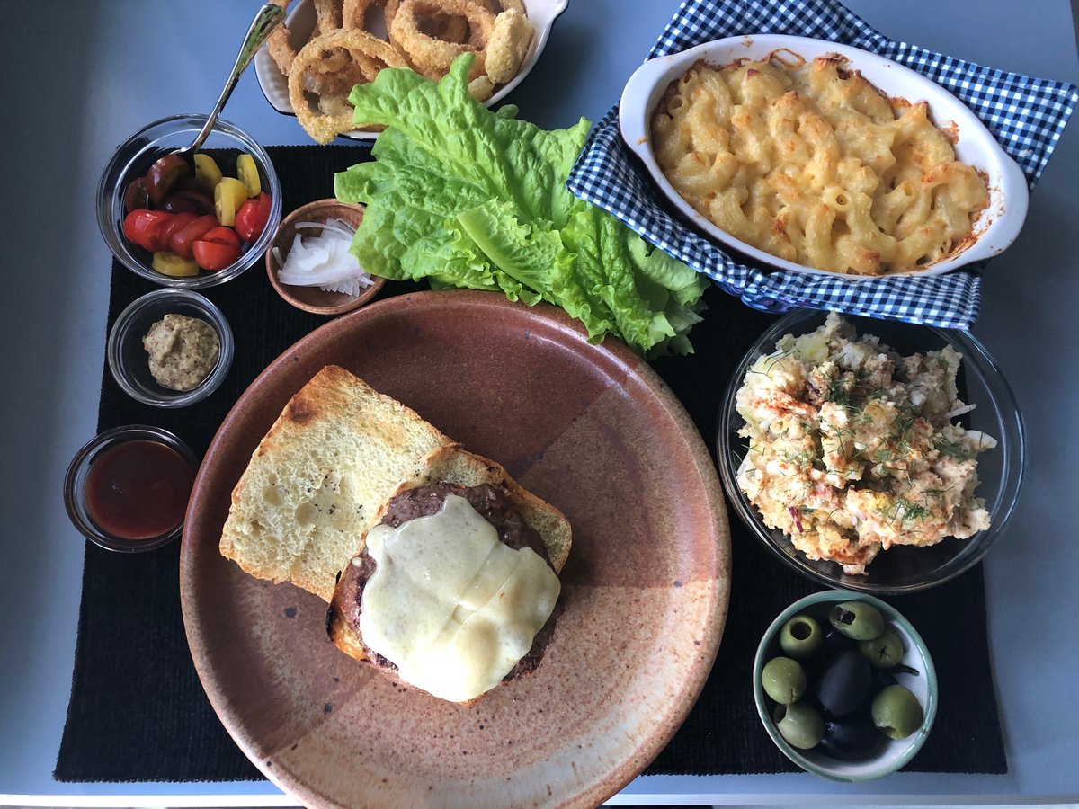 July 4th BBQ... Cheese burger; potato salad; mac and cheese; sweet onion rings; olives; garden harvest lettuce and tomatoes 😋 #burgers #salad #macandcheese https://t.co/FwA01opW35