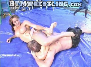 Watch Cassie vs Duncan #MixedWrestling in oil for FREE! RT if you want more and longer free clips! https://htmwrestling.com/embed/cassie-vs-duncan-wrestling-free…pic.twitter.com/uHwfU0d5Yl