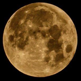 ¿Ya viste el cielo? Hoy la Luna está en eclipse penumbral. 😍🌗✨ 📸 @leopfoto  https://t.co/vorrEojlGs https://t.co/oZlfFoOKBf