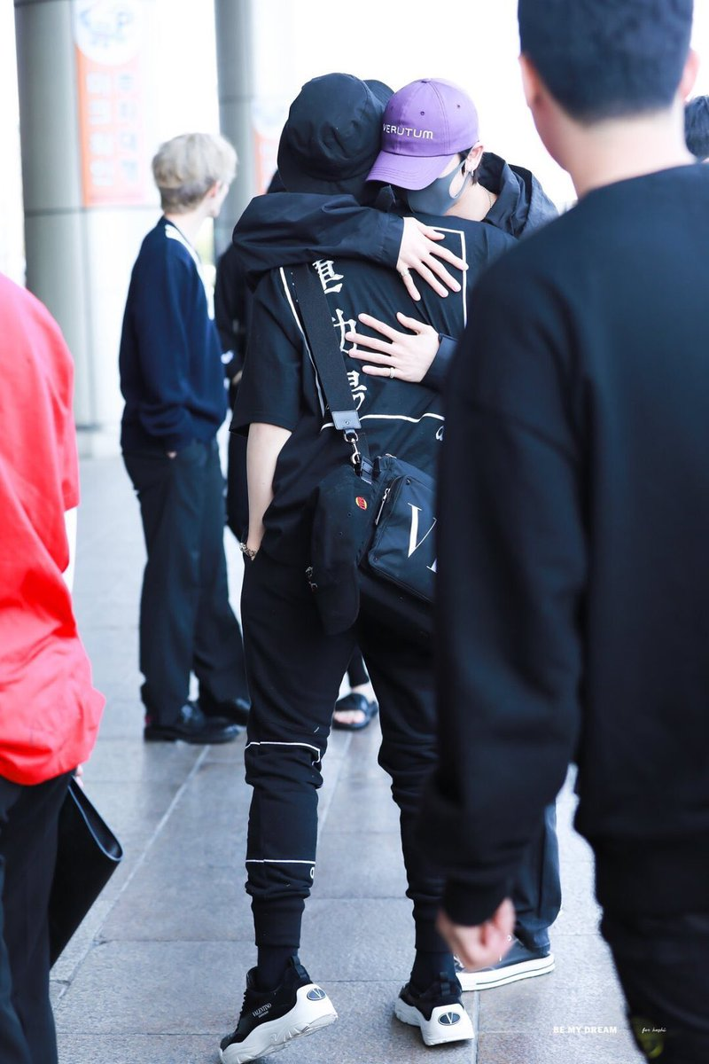 #SEVENTEEN relationship with eo are so precious  minghao wasn't  around for just a little more than a week due to China schedules but look how they welcomes him back with warm hugs at the airport  soft hours open  pic.twitter.com/m6aQeoAs5m  by ㄲ