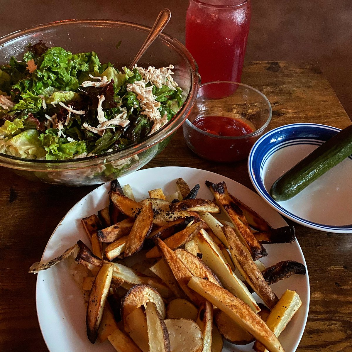"""@wallacefarmsofficial slow roasted turkey on The Big Salad with home made dressing. 5 cloves of garlic. Home made fries: potatoes broiled in @wallacefarmsofficial lard. Home made pickles. Kombucha.   Our immune systems end """"pandemics.""""   #ourimmunesystemsendpandemics<br>http://pic.twitter.com/R1MItJTHe5"""