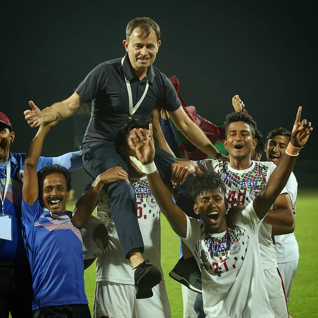 Those who know, do. Those who understand, teach. - Aristotle 🙌 Wishing everyone a happy #GuruPurnima 🌕 #HeroILeague 🏆 #LeagueForAll 🤝 #IndianFootball ⚽
