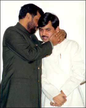 अत्यंत विनम्र, मृदुभाषी और जनता के दिलों में बसने वाले, लोक जनशक्ति पार्टी के संस्थापक और केंद्रीय मंत्री श्री @irvpaswan जी को जन्मदिन की बहुत-बहुत शुभकामनाएं। आज इस खास दिन पर मैं आपके दीर्घायु जीवन और उत्तम स्वास्थ्य के लिए दुआ करता हूं ।