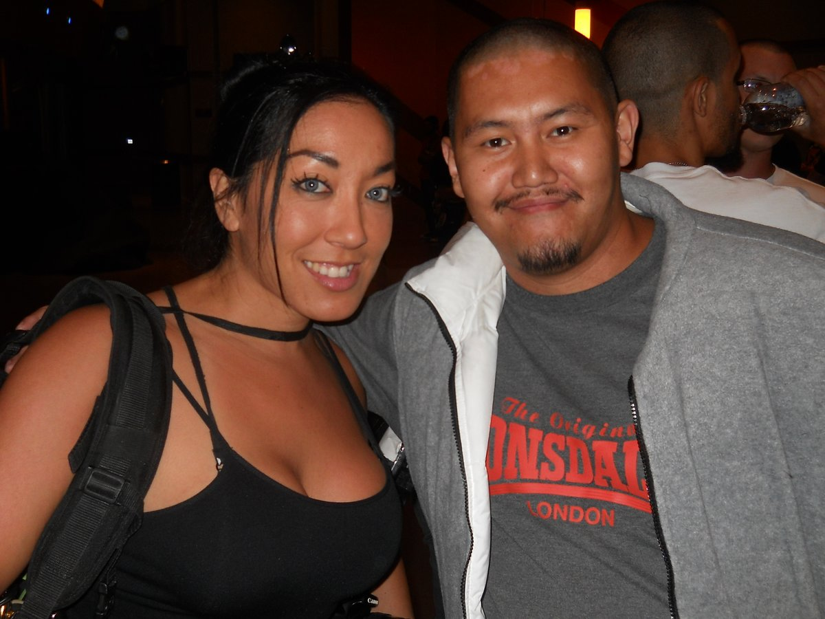 Here's another throwback from 2014 On This Day. When I met OG cageside photographer @mstracylee at the #LionFight16 event as well. #FourthOfJuly #MuayThai #memories #UFC #MMATwitter https://t.co/MKvB8WgLU7