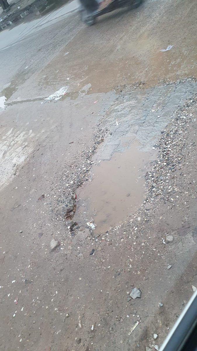 @cmohry @MunCorpGurugram still no fix done fresh drinking water is getting waste on daily basis near shiv hospital sec 12 gurgaon.opposite gurgaon village.mcg is not taking any action to fix this leackage., pic.twitter.com/h764c3C4M3